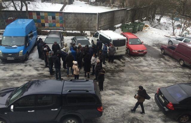 Мешканці вулиці Торгова у Сваляві вже 4 дні без води. Люди обурені (ФОТО)