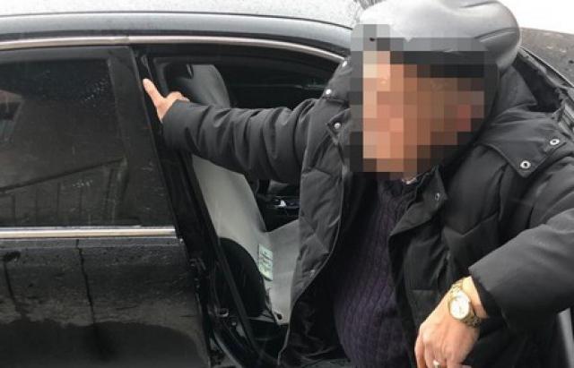 На Закарпатті затримали посадовця який вимагав $21 тис хабара (ФОТО, ВІДЕО)