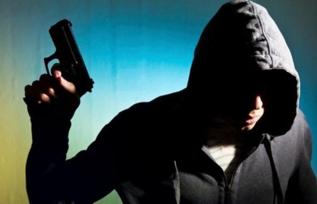Як полісмени Закарпаття затримували озброєного ужгородця (ВІДЕО)