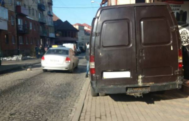 18 протоколів, 25 приписів та 19 постанов: Муніципали Мукачева прозвітували про роботу (ФОТО)
