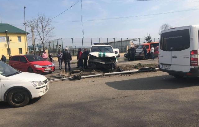 Масштабна ДТП у Тячеві: При зіткненні 5 машин постраждало 2 жінки. Деталі від поліції
