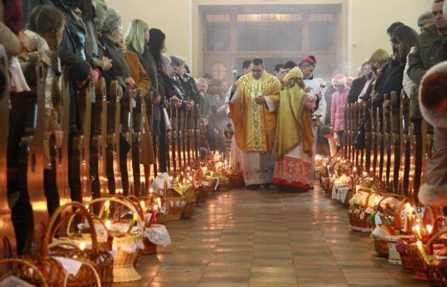 Закарпатцям зробили ще один вихідний день — на католицький Великдень