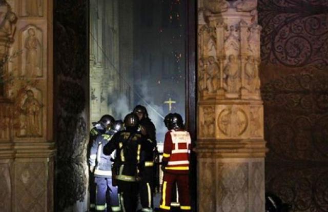 Опубліковані перші фото наслідків пожежі всередині собору Нотр-Дам (ФОТО)