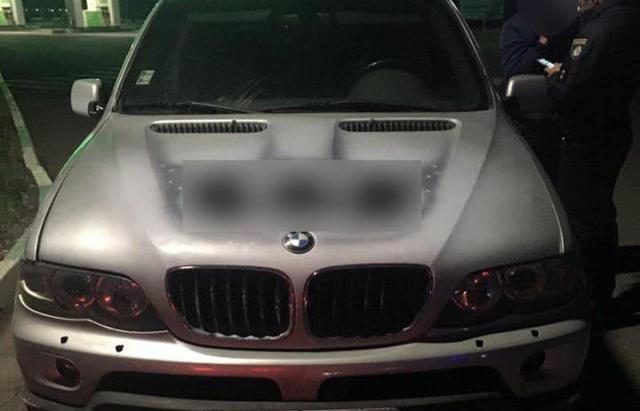 Нахабність немає меж: У Мукачеві водій заправив BMW на 3 тисячі і втік (ФОТО)