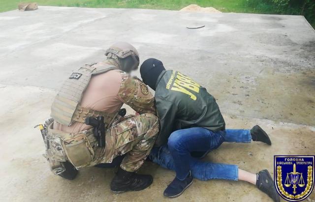 10 тис. за злив інформації: на Закарпатті затримали прикордонника на хабарі (ФОТО)