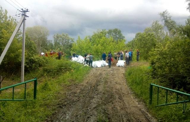 Як громада Великої Доброні спільними зусиллями врятувала село від потопу (ФОТО, ВІДЕО)