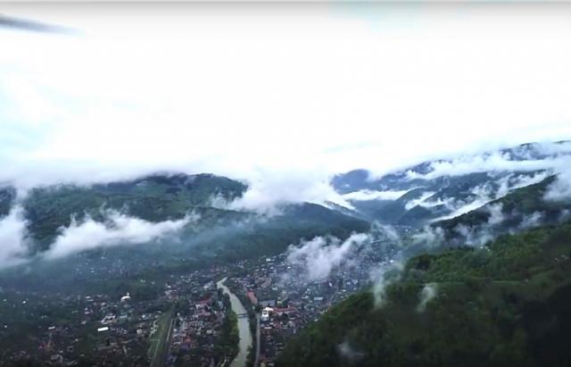 Відео дня: Карпати та Рахів посеред хмар