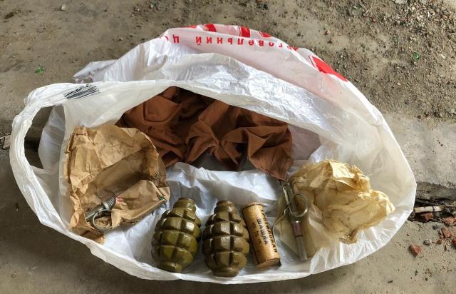 СБУ викрило ужгородця який тримав на продаж гранати та тротилові шашки (ФОТО)