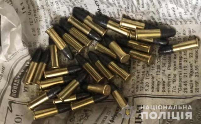 Мукачівець серед вулиці намагався продати набої різного калібру (ФОТО)