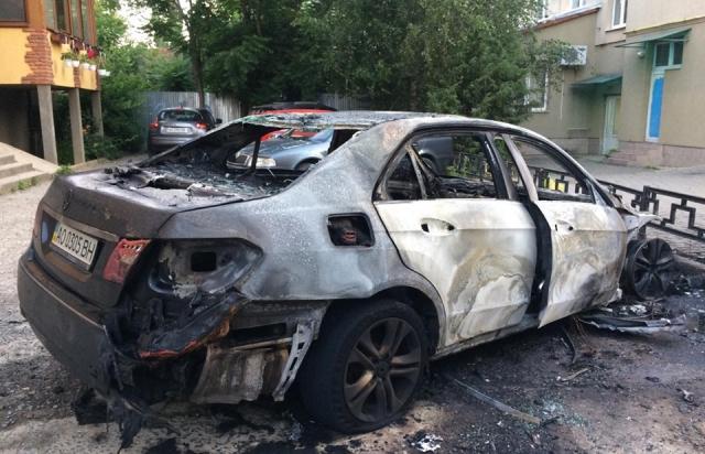 Mercedes Іштвана Цапа підпалили. Поліція відкриває провадження