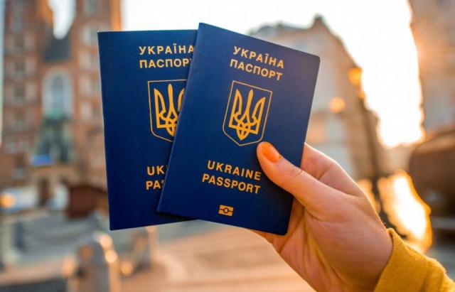До уваги закарпатців: Вартість закордонного паспорта зросте