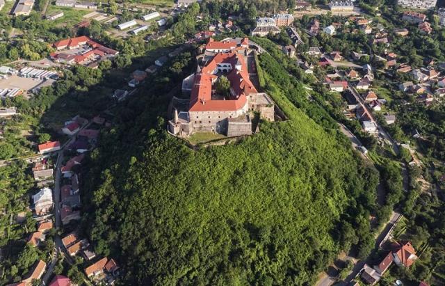 Фото дня: Мукачівський замок Паланок з висоти пташиного польоту