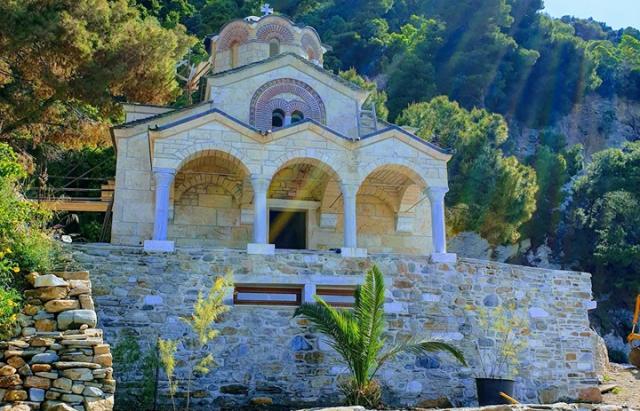 На Святій горі Афон освятили храм, збудований українцями (ФОТО)
