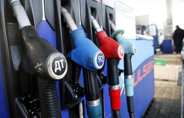 Ціни на паливо знизилися майже на гривню від початку місяця