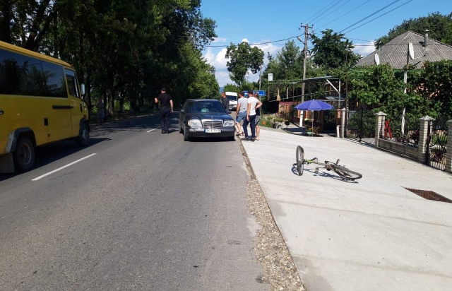 На Виноградівщині водій Mercedes наїхав на 9-річного влосипедиста (ФОТО)