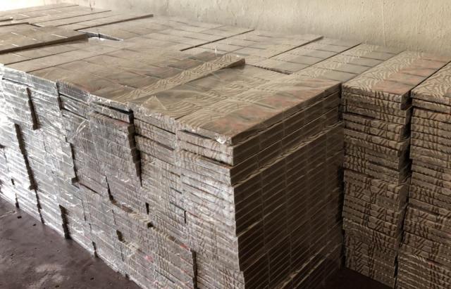 Вінничанин через Закарпаття намагався провезти майже 6 тис. пачок цигарок (ФОТО)