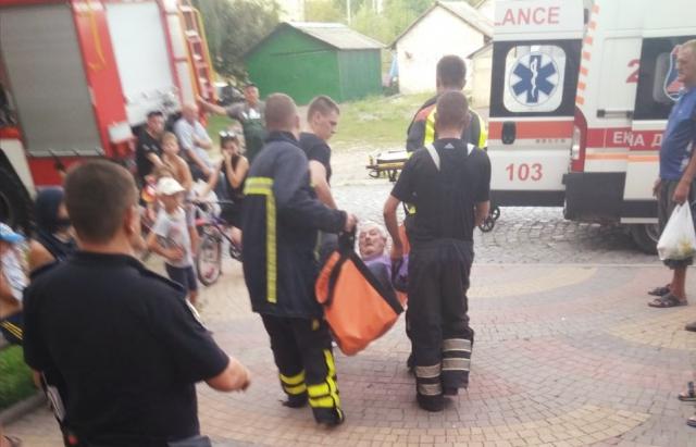 В Хусті ледь не загинув пенсіонер, через залишену каструлю на плиті (ФОТО)
