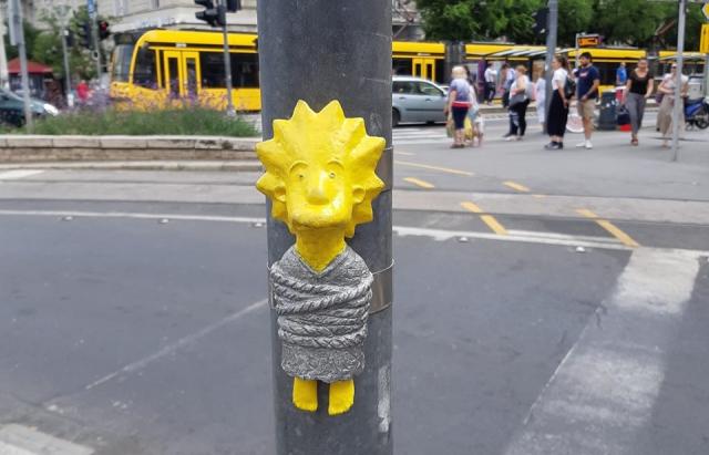 В Будапешті з'явилася міні-скульптура Лізи Сімпсон від закарпатського скульптора (ФОТО)