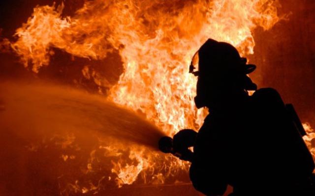 На Ужгородщині вогонь вщент знищив покрівлю закинутої споруди