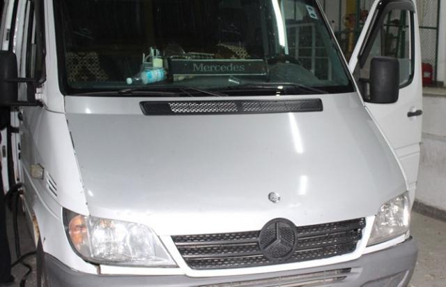 """На КПП """"Тиса"""" зловили автобус з 278 цигарками під обшивкою (ФОТО)"""