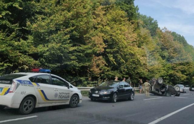 ДТП в Ужгороді: на об'їзній УАЗ не розминувся з Opel (ФОТО)