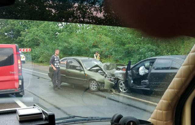 Жахлива ДТП на Закарпатті: Лоб у лоб зіткнулись два авто