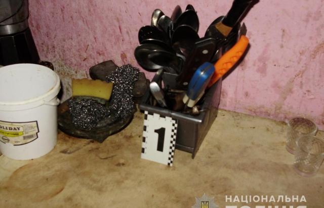 Вбивство на Мукачівщині: Жінка зарізала свого чоловіка (ФОТО)