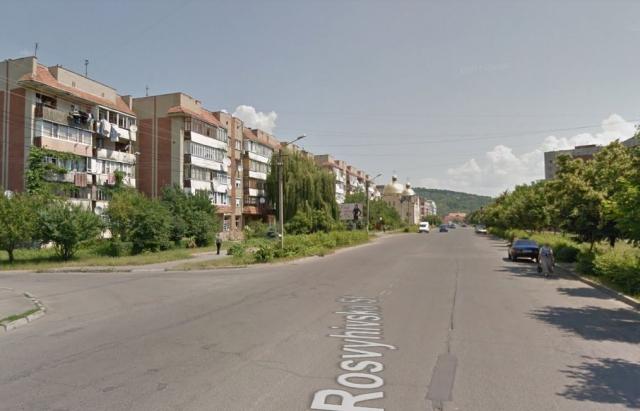 У Мукачеві в Росвигові серед вулиці побили людину