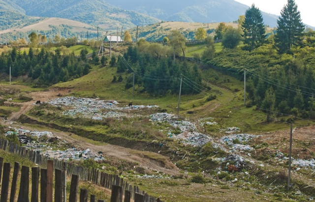 Туристи, які люблять Закарпаття, жаліються на купи сміття (ФОТО)