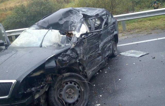 Смертельна ДТП: На Львівщині ужгородець на Skoda врізався в тягач (ФОТО 18+)