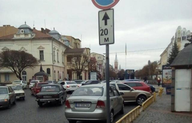 За тиждень у Мукачеві виписали 151 постанову за неправильне паркування авто