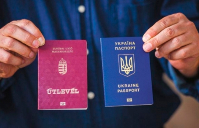 Президент Угорщини позбавив громадянства ще одного закарпатця
