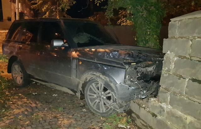 Офіційно про зіткнення VW та Land Rover в Ужгороді: 4 постраждалих, серед яких діти (ФОТО)