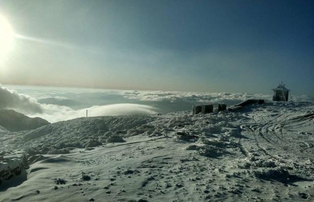 На горі Піп Іван, що у Карпатах, вирує справжня зима (ФОТО)