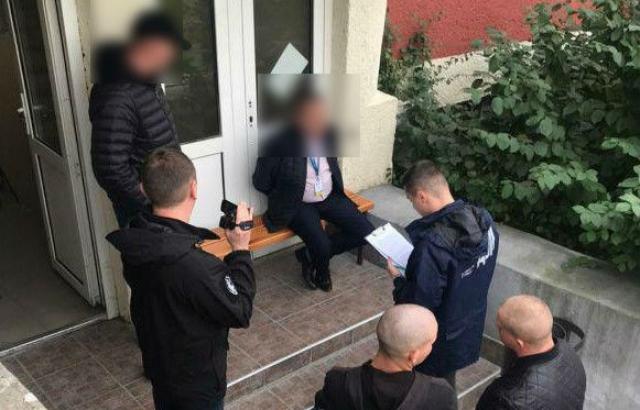 Спецоперація СБУ: на хабарі попався працівник Державної міграційної служби Закарпаття (ФОТО)