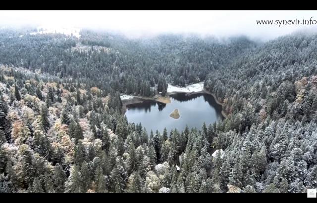 Відео дня: засніжений осінній Синевир з висоти пташиного польоту