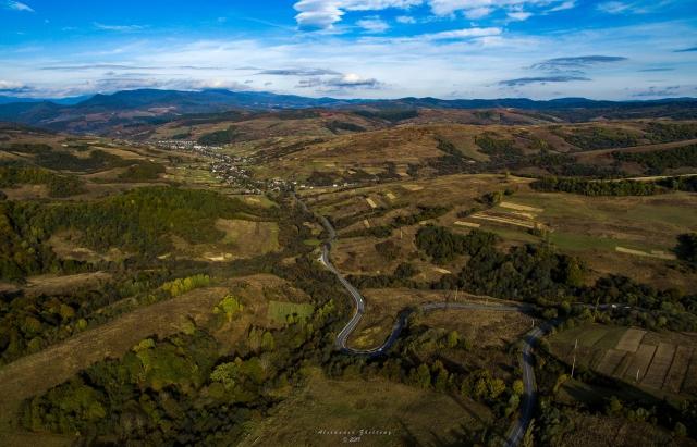 Фото дня: Абранський перевал та Воловець з висоти пташиного польоту