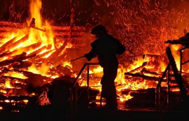 На Мукачівщині згорів будинок: рятувальники виявили тіло чоловіка