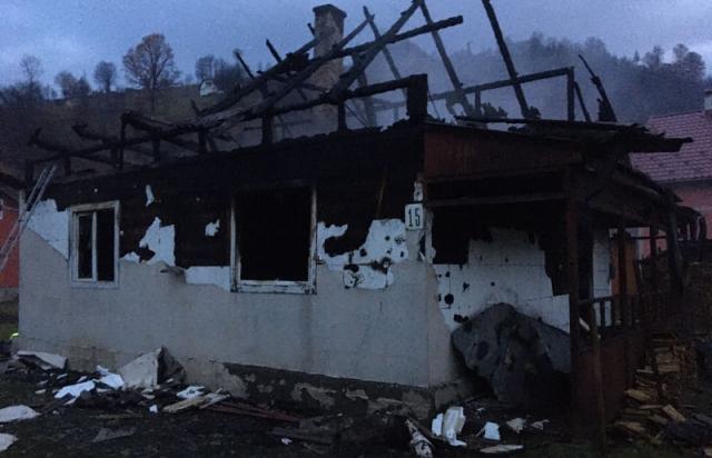 На Рахівщині у будинку згорів 80-річний дідусь (ФОТО)