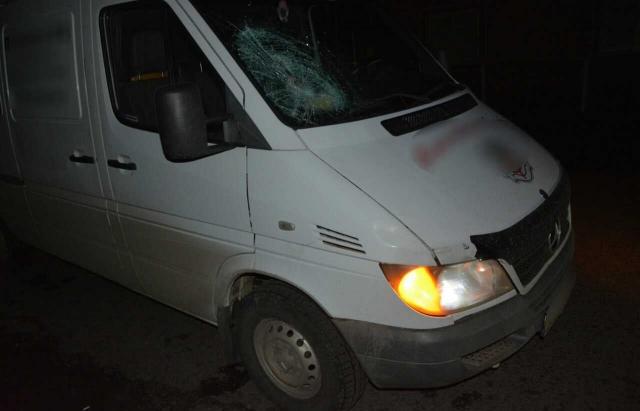 ДТП на Тячівщині: Під колесами Mercedes загинув 28-річний пішохід (ФОТО)