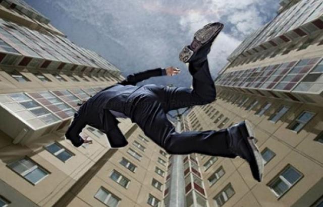 В Ужгороді чоловік стрибнув з багатоповерхівки