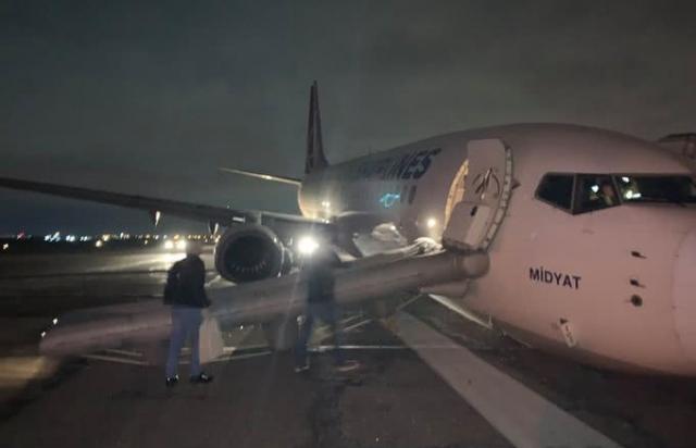 Підломило шасі: В Одесі посадка літака із Стамбулу майже не завершилася катастрофою (ФОТО)