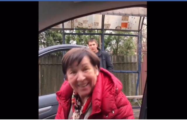 """Добрі справи: Ужгородець у """"чорну п'ятницю"""" безкоштовно підвозив людей (ВІДЕО)"""