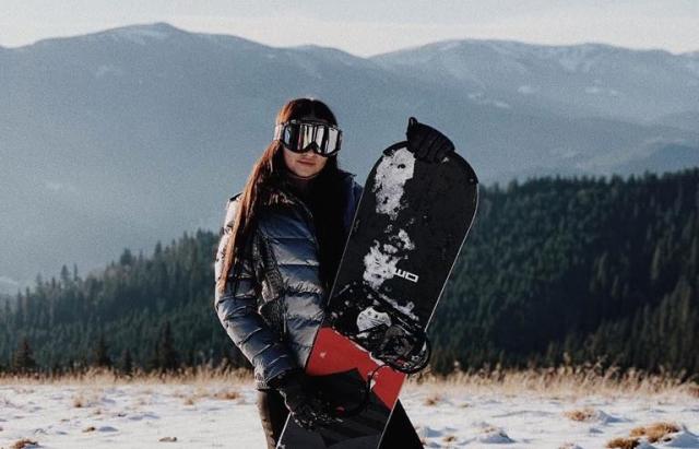 Закарпатка Ірина Галай з'явилася на відкритті лижного сезону в Карпатах у відвертому вбранні (ФОТО)