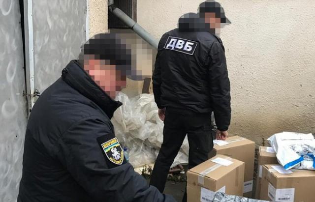 Третя серія обшуків: На Виноградівщині вилучено 1250 блоків сигарет та обладнання для їх переміщення (ФОТО)
