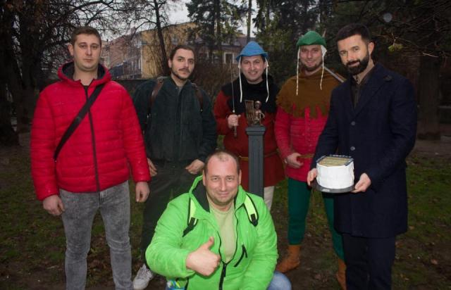 Тепер і Другетам: В Ужгороді з'явилася 43-тя міні-скульптура (ФОТО, ВІДЕО)