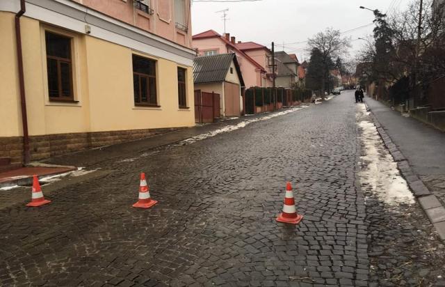 Наслідки ожеледиці: В Ужгороді на одній вулиці зіштовхнулися 9 автівок