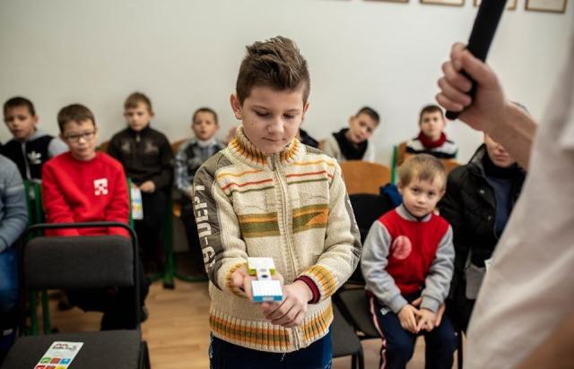 """""""LEGO"""" в поміч: У Берегові дітей вчать як зробити домашнього робота (ФОТО)"""