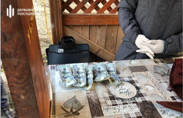 На хабарі в $1250 попався працівник державної лісової охорони Закарпаття (ФОТО)