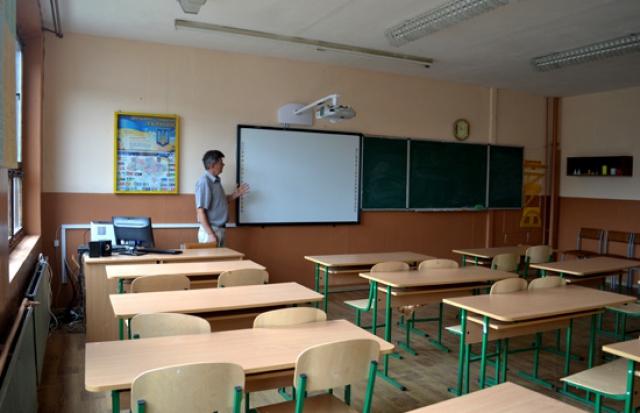 На Закарпатті завгосп школи ледь не отруїв сотню учнів (ПРЯМА МОВА)